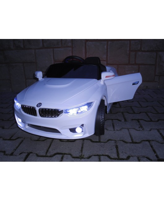 Zánovné elektrické autíčko Cabrio B8 biele